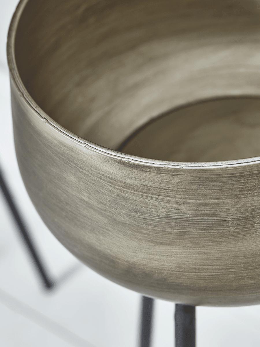 złota donica na stojaku