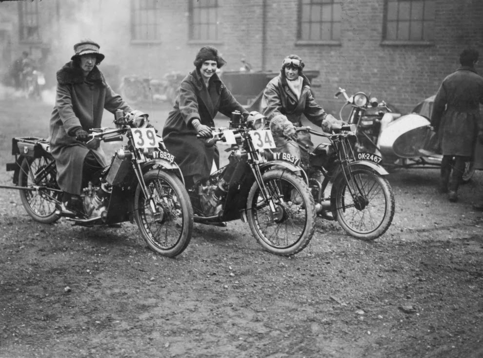 22 amazing vintage photographs of women riding motorcycles. Black Bedroom Furniture Sets. Home Design Ideas