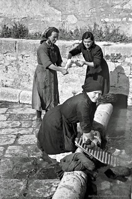 mujeres-lavando-ropa