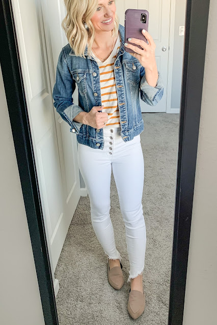 Mom-Friendly Outfits Wearing White Jeans
