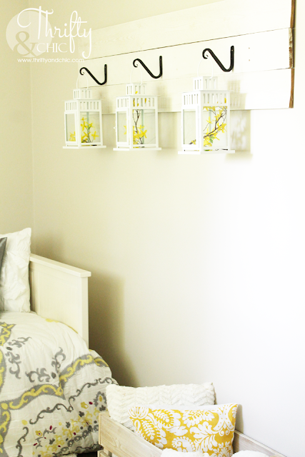 http://www.thriftyandchic.com/2015/05/reclaimed-wood-lantern-hanger.html