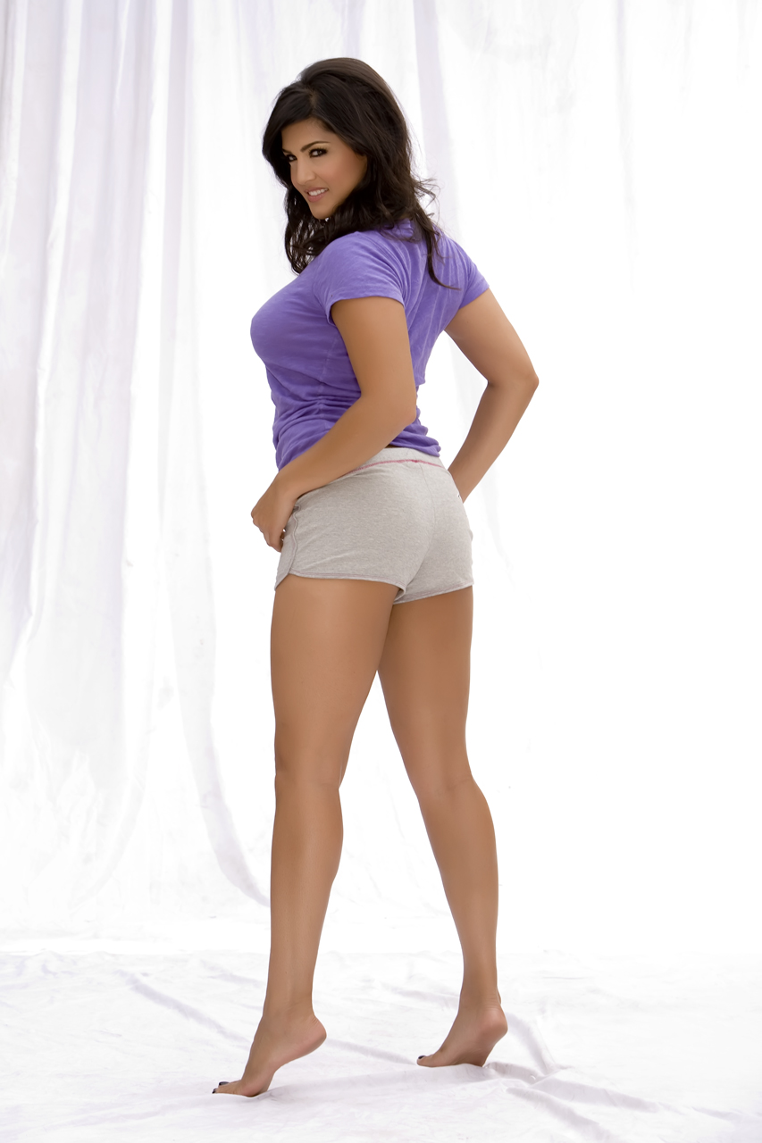 Very Hot Sunny Leone Sexy Images In Purple Outfit -8038
