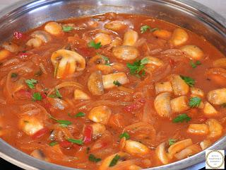 Tocanita de legume reteta cu ceapa ciuperci ardei si bulion gatita de post la tigaie betivita cu vin retete culinare mancare cu sos mancaruri de casa,