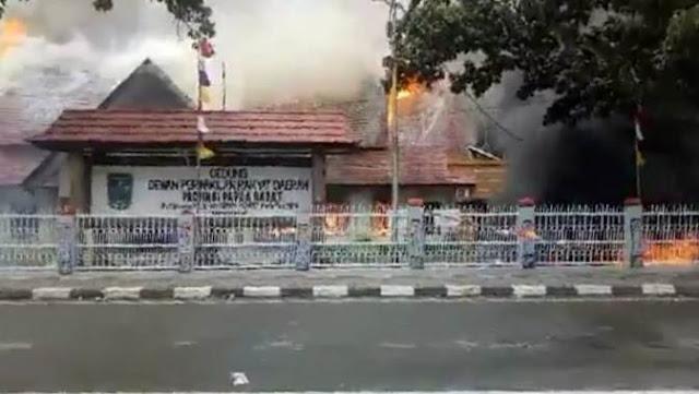 Manokwari Tegang, Kantor DPRD, Papua Barat Dibakar Massa
