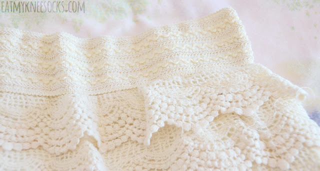 Details on the beige cream off-white layered tiered crochet lace shorts from Wholesalebuying.