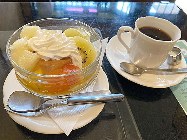 上石神井にある昭和のムードが残る喫茶店『喫茶ベル』のプリンとホットコーヒー