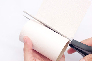 Cutting overlapping paper on toilet roll