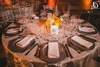 casamento com cerimônia na capela santo antônio pão dos pobres em porto alegre e recepção e festa com banda no salão dos espelhos do clube do comércio de porto alegre com decoração simples e delicada em tons de azul e amarelo por fernanda dutra cerimonialista em porto alegre cerimonialista em lisboa especialista em casamento de brasileiros na europa