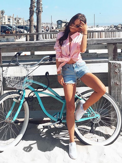 O estilo de look que mais está na moda é o tumblr. Você já viu alguma foto de blogueira, atriz ou outras famosas, usando roupas bem descoladas, sexy, fofas e confortáveis. Sem dúvidas ter uma calça, short, blusa, saia ou vestido tumblr é algo que muitas meninas querem hoje em dia. E se você não sabe por onde começar, separamos algumas ideias para te inspirar a ficar tumblr.