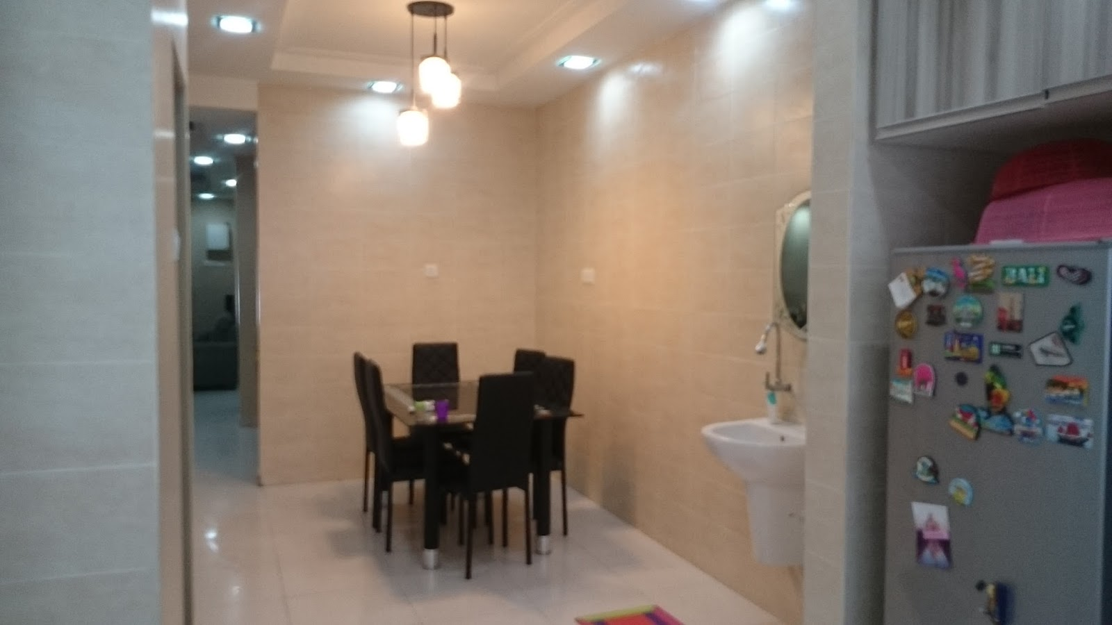 Ruang Makan Yang Luas Dilengkapi Sinki Basuh Tangan