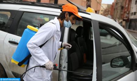 كوفيد-19 .. جماعة الصويرة تكثف من عمليات تعقيم سيارات الأجرة الصغيرة