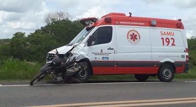 Ambulância do SAMU de Catolé do Rocha colide em moto e deixa um morto, próximo a Pombal