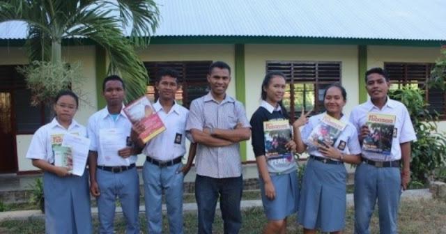 Penulis dan para siswa SMAK Seminari St. Yohanes Paulus II Labnuan Bajo.