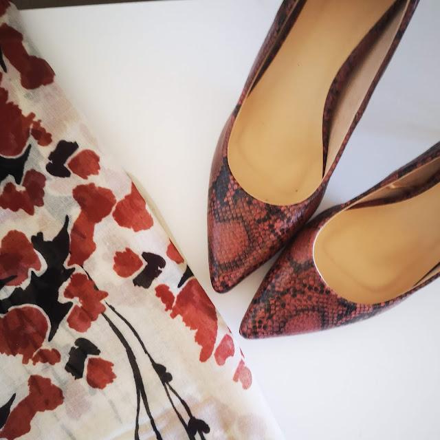zapatos y pañuelo