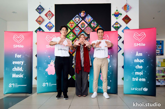 Choi Siwon (Super Junior) thân thiện với fan Việt ở Đà Nẵng