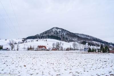 Unisław Śląski, widok na Stożek Wielki z drogi krajowej nr 35