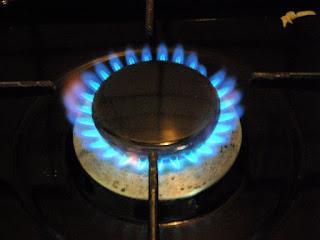 membersihkan-burner-kompor-gas.jpg