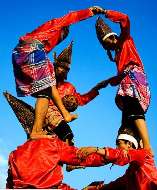 Tari Tradisional Bugis Pa'Raga atau Sepak Raga