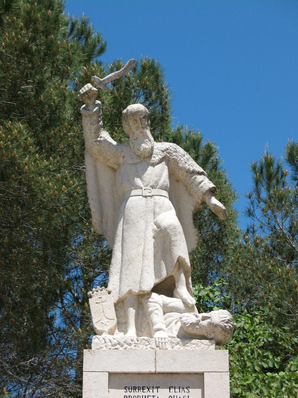 O profeta Santo Elias, estátua no Monte Carmelo em Terra Santa.  Ele pelos seu zelo por Deus bem pode ser considerado um modelo  para os Apóstolos dos Últimos Tempos