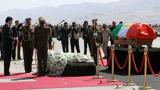 نسحاب نواب عراقيين  من مراسم تشييع طالباني احتجاجا على لف الجثمان بعلم كردستان الخيانه !