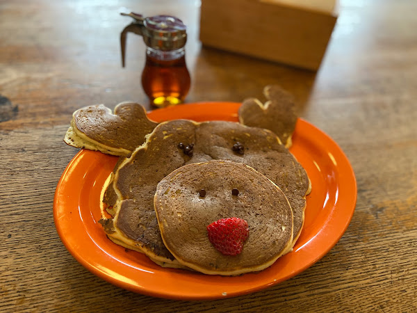 Restaurant Review: Donckers - Moose Pancakes