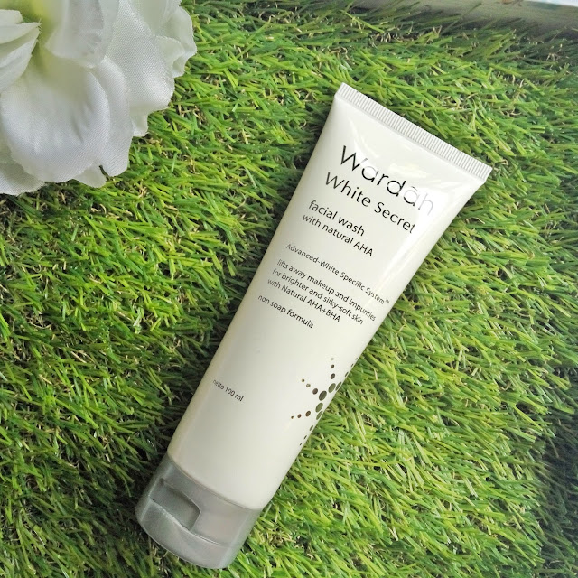 Review Wardah White Secret Series - Facial Wash