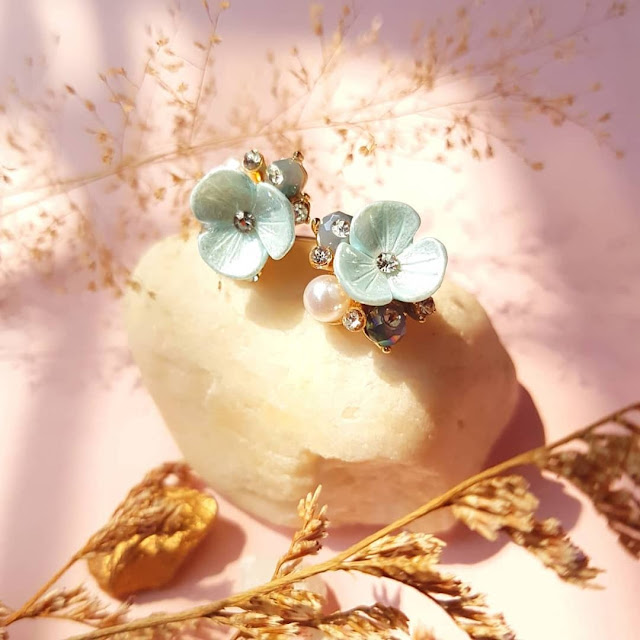Dijual Anting Bunga Tiga Kelopak yang Simple Namun Cantik