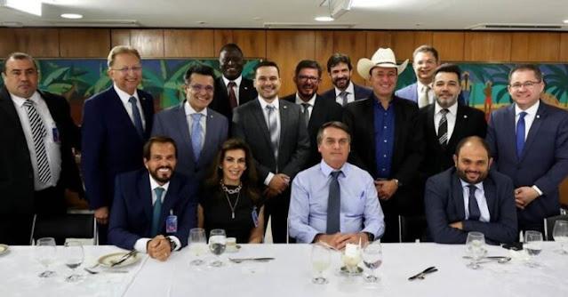 Bolsonaro almoça com pastores e reitera apoio a isenção de impostos para Igrejas