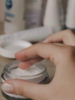 ओवरनाइट स्लीपिंग मास्क (Overnight Sleeping Mask) त्वचा पर काम कैसे करता है