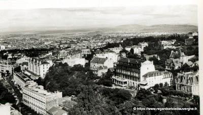 Vue de Royat, hier,  noir et blanc Vue générale de Royat et Clermont