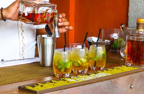 Bartender, Preparing Cocktail, cocktail