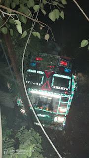 बालू लदी ट्रक की चपेट में आया कम्प्यूटर इंजीनियर, चलती ट्रक को छोड़ कूदकर भाग गया चालक | #NayaSabera
