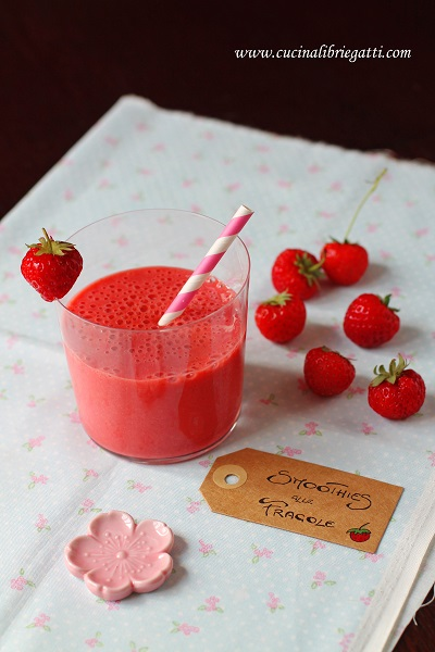 smoothies fragole yogurt vaniglia
