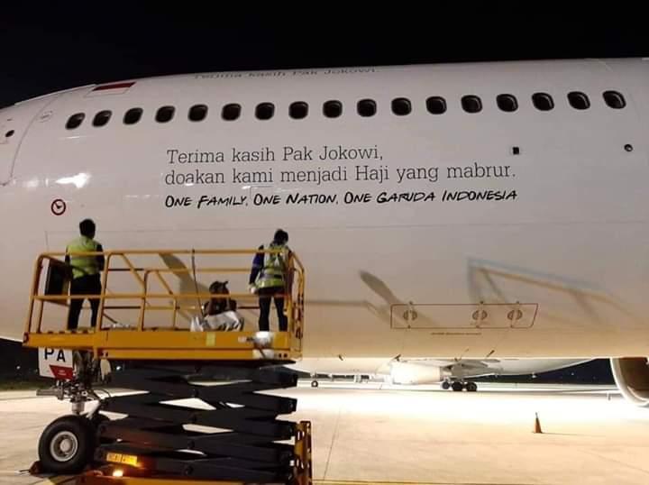 "Viral Pesawat Garuda Bertulis ""Terima Kasih Pak Jokowi"""