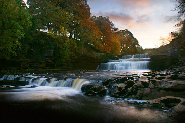 Aysgarth Waterfalls, lower falls, in the autumn, walk and map, yorkshire
