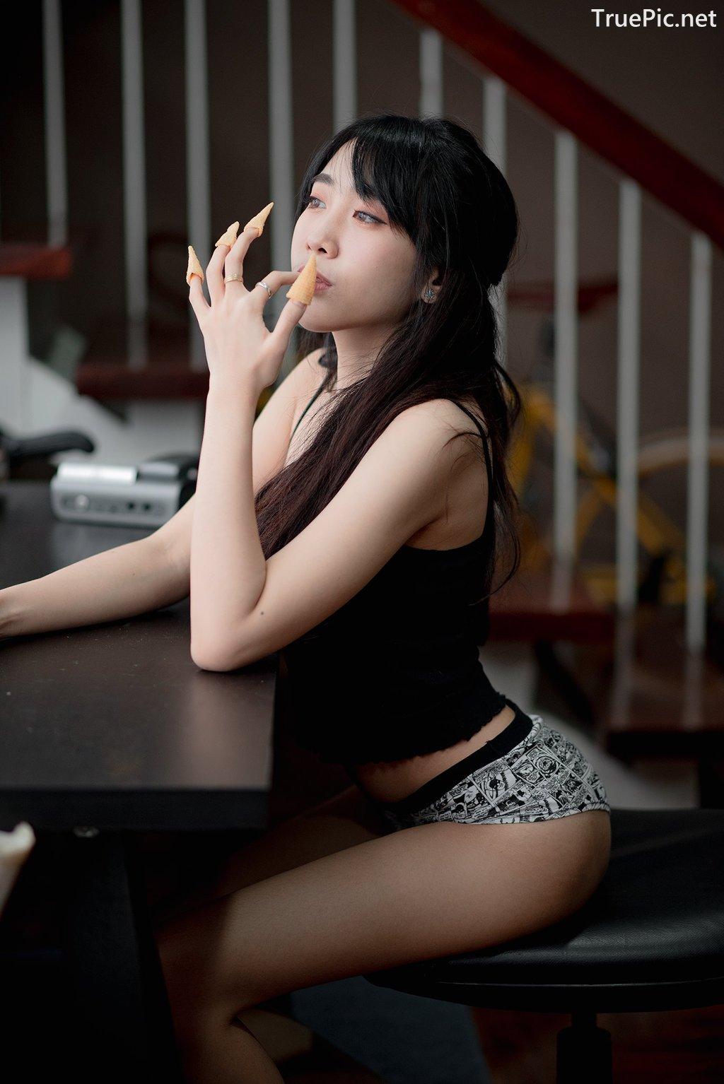 Image Thailand Model - Suneta Ngachalvy - Black Crop Top - TruePic.net - Picture-3