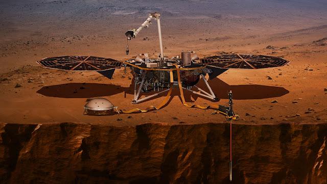 قالت وكالة الفضاء يوم الخميس إن ناسا في مهمتها التالية في نظامنا الشمسي ، تعتزم قيادة طائرة مروحية بدون طيار إلى تيتان أكبر قمر في زحل بحثًا عن لبنات الحياة.    سوف ترسل مهمة Dragonfly ، التي ستطلق في عام 2026 وتهبط في عام 2034 ، طائرة عمودية للطيران إلى عشرات المواقع عبر القمر الجليدي ، الذي يتمتع بجو كبير وينظر إليه العلماء على أنه مكافئ للأرض المبكرة للغاية.
