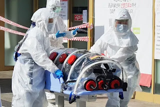 A patient suspected of carrying the new coronavirus arrives at Kyungpook National University Hospital in Daegu, South Korea. Photo: DPA
