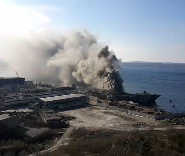У Росії горить десантний корабель