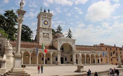 Cose da vedere a Udine: La splendida Piazza della Liberta'.