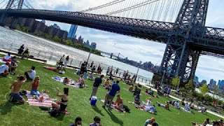 During Europe's heat wave and the spring of the United States, the beaches, parks, were occupied. New American Coronavirus Rules Tested