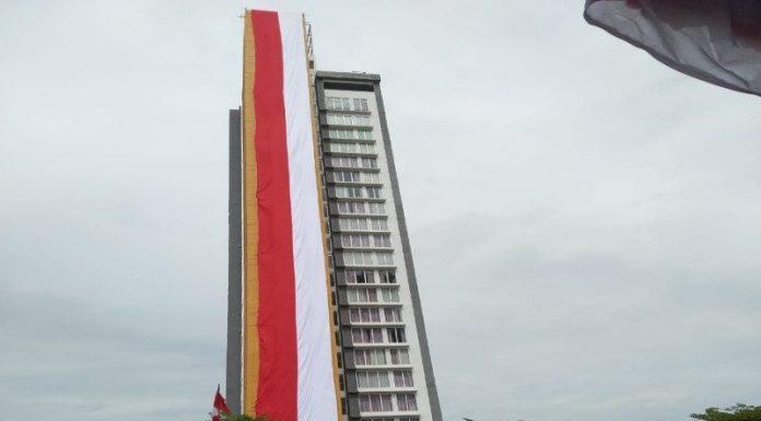 Mantab! Kabupaten Banjar Sukses Kibarkan Bendera Merah Putih Terpanjang