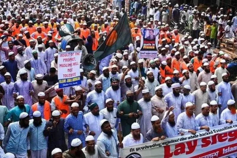 Puluhan Ribu Muslim Bangladesh Turun Jalan, Serukan Aksi Boikot Produk Prancis
