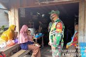 Praka Nico Raswandi, Babinsa Koramil 05/Gas Menghimbau Warganya Tetap Memakai Masker