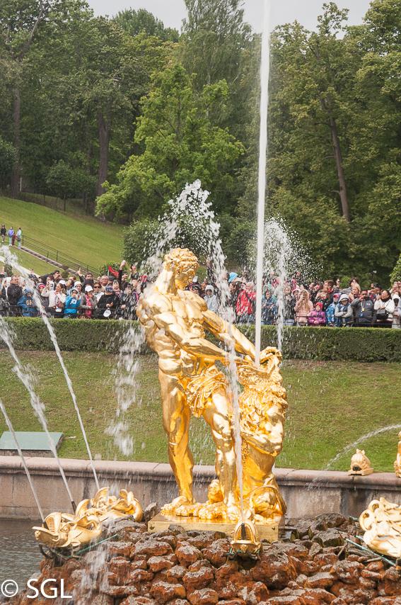 Detalle de fuente del Palacio de Peterhof, excursion desde San Petersburgo