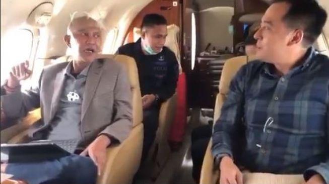 Geger Pejabat DPR Fraksi PDIP Asyik Merokok Naik Pesawat Pribadi