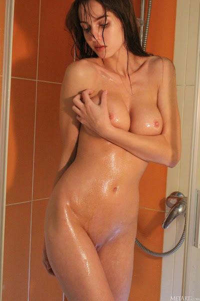 MetArt Holly Haim nude Dripping erotic wet girl pic 8