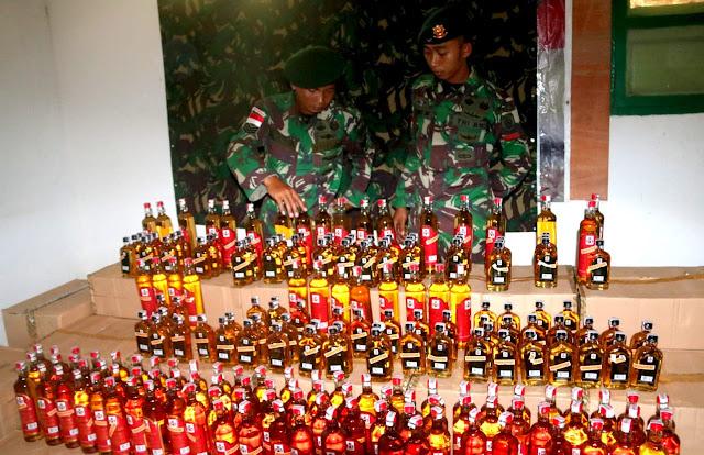 Lagi, 2.040 Botol Miras Illegal Diamankan di Perbatasan RI-PNG