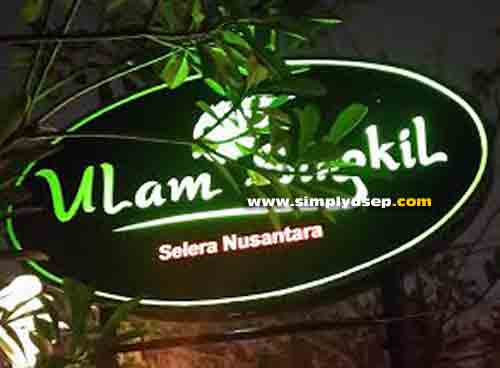 ULAM SINGKIL: Signpost Ulam Singkil Restaurant located in Jalan Sumatra, which is open every day except Sundays from 09.00 - 21.00 WIB. Photo of Asep Haryono