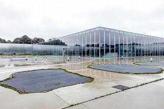 Ailleurs : Musée du Louvre-Lens, ambassadeur de luxe d'une région, invitation démocratique aux arts et à la culture